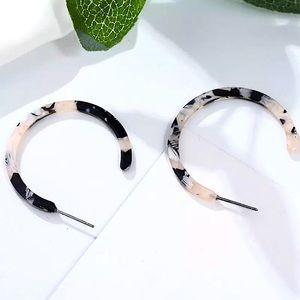 ⚜️[𝟯/$𝟭𝟴]⚜️Cream Tortoise Acrylic Earrings NEW